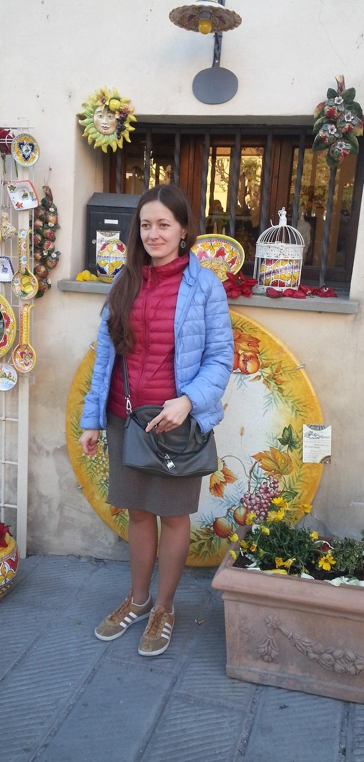 Agenzia Matrimoniale di Milano L'agenzia matrimoniale You & Meet è specializzata nella realizzazione di incontri con ragazze e donne dell'Est Europa, russe e ucraine, desiderose di conoscere persone con le quali intraprendere un percorso di vita comune finalizzato ad una duratura convivenza o al matrimonio. Guarda subito le foto delle ragazze dell'est attive ora. La You & Meet non è un sito di chat online, o di annunci matrimoniali, né propone profili di ragazze acquistati o condivisi con altri siti di incontri internazionali. L'iscrizione di ogni ragazza nella nostra agenzia avviene tramite conoscenza diretta e personale di ognuna di loro. Nella maggior parte dei casi si tratta di persone già in rapporti di amicizia con le nostre collaboratrici russe e ucraine e con Roksolana, la titolare dell'agenzia. Ricerca gratuita della tua partner ideale, senza alcun abbonamento A differenza di tutte le altre agenzie matrimoniali, la You & Meet non vende un costoso abbonamento, ma offre un programma completo di attività finalizzate esclusivamente all'incontro con le iscritte. Servizi e costi per la realizzazione dei meeting verranno offerti dalla You & Meet soltanto dopo che una o più ragazze avrà confermato il gradimento e il desiderio di conoscere il profilo maschile proposto. Nessun tipo di abbonamento o pagamento sarà richiesto prima del positivo riscontro avuto dalla ragazza prescelta. Desideri conoscere serie e belle donne dell'est, russe e ucraine? Sogni di sposare una dolce e romantica ragazza slava e ricostruire una vita felice? Allora affidati con fiducia alla nostra agenzia, contattando senza alcun impegno la nostra titolare Roksolana. Ti presenterà l'amica che hai scelto You & Meet Matchmaker Dating Agency, foto reali, nessuna truffa Siamo la più seria ed efficace agenzia matrimoniale italiana per uomini che cercano una donna da amare. Nessun abbonamento a promesse, solo servizi mirati all'incontro con la persona prescelta, sia se decidi per l'invito in Italia, ch